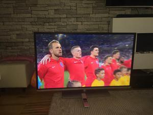 """TOSHIBA 48"""" 3D SMART TV BUILT IN WIFI FREEVIEW EXCELLENT CONDITION LIKE NEW"""