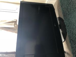 """Broken 32"""" LG TV with remote and wire"""