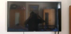 40inh smart tv samsung very good condition built in wifi