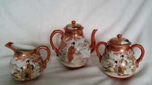 Japanese Porcelain tea pot +