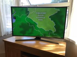 "Samsung curved 40"" full Hd smart led tv. Excellent condition £250 NO OFFERS. CAN DELIVER"