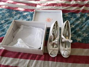 Women's heels size 3 brand new boxed