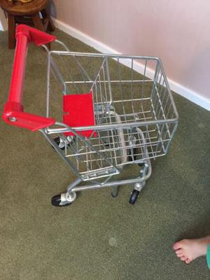 Child's shopping trolley Mellissa and Doug metal toy