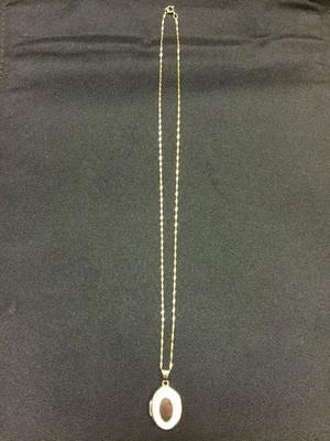 9 carrat necklace and locket pendant