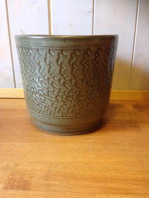 Pearsons of Chesterfield plant pot holder
