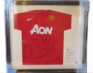 SIGNED st TEAM MANCHESTER UNITED T SHIRT