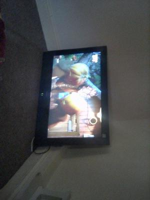 "Hitatchi 32"" tv with wall bracket"