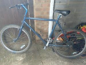 Men mountain bike 26 inch alloy wheels 22 inch frame 21 gears old but all works can deliver local