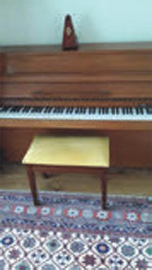 rogers eungblut upright piano rogers eungblut posot class. Black Bedroom Furniture Sets. Home Design Ideas
