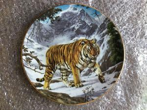 """Royal Doulton Plate of the Year January  """"Mountain King"""" tiger plate"""