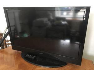 TOSHIBA REGZA TV 40 INCH SCREEN WITH REMOTE LCD COLOUR TV
