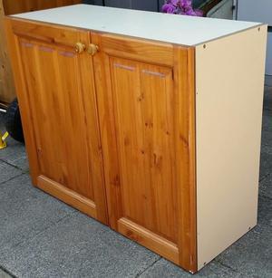 kitchen unit / cupboard, 90 x 76 x 36cm. Adjustable shelves. In good condition.