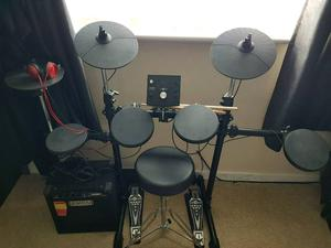 excellent electric drum kit and amp