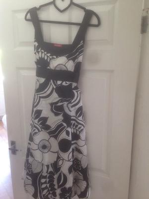 Cute black and white summer dress (size 12)