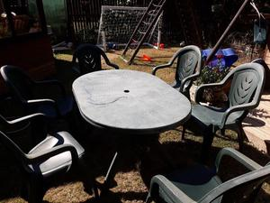 Plastic garden table and 6 chairs.
