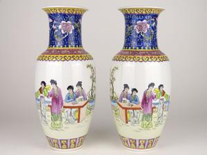A Famille Rose porcelain pair of polychrome vases - China -