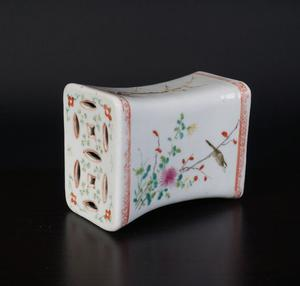 Exclusive porcelain Famille rose pillow - China - 19th