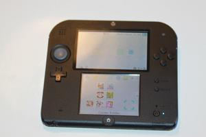 Very good condition Nintendo 2ds with few games