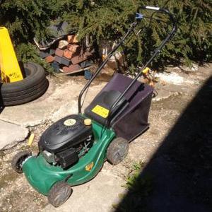 B&Q Petrol Lawnmower Self Propelled TRY3.5PLMA Working