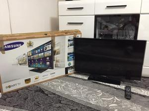 "32"" Samsung Smart TV with box"