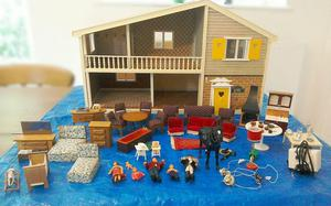 Carolines Home Dolls House with Dolls, Furniture etc.