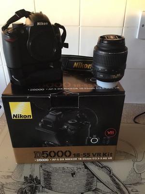 Nikon D DSLR camera with extras.