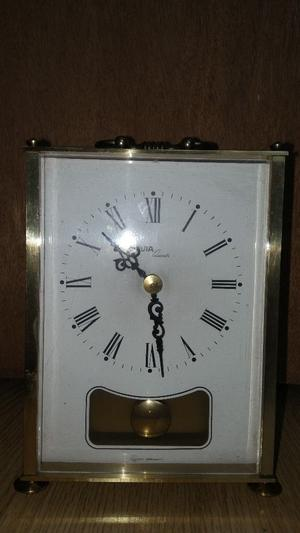 Avia quartz clock in good condition and working order!look like vintage.Can deliver or post!