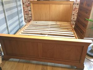 Beautiful oak double bed frame, excellent condition, no offers