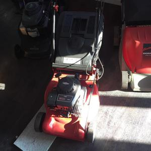 Husqvarnq self propelled mower with rear roller