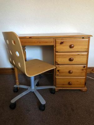 Pine Desk in Good Condition