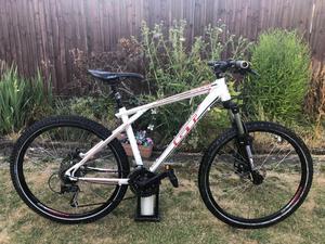 GT Avalanche bike mountain bike full suspension