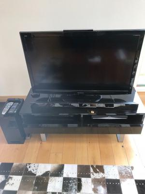 Panasonic flat screen tv with sound bar and subwoofer and stand