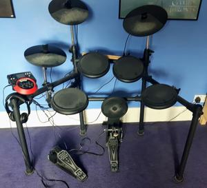DD512 Digital Drum Set (pre-owned in good condition, excellent starter kit)