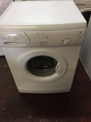nice white hotpoint washing machine it's 6kg  spin in excellent condition in full working order
