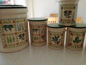 Complete set of kitchen storage jars