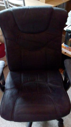 Office Chair - Fabric Material (Very Comfy) Good Condition