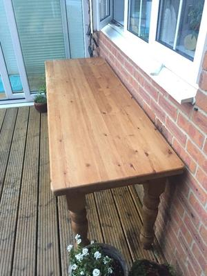 Solid wood bespoke table with detachable legs for coffee heigh or dining height