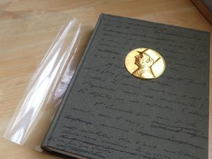 ALL about DE GAULLE - BEAUTIFUL COLLECTION BOOKS (15)