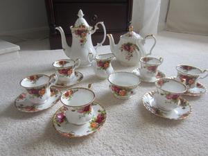 Royal Albert Old Country Roses 15 piece bone china coffee service plus Sadler teapot