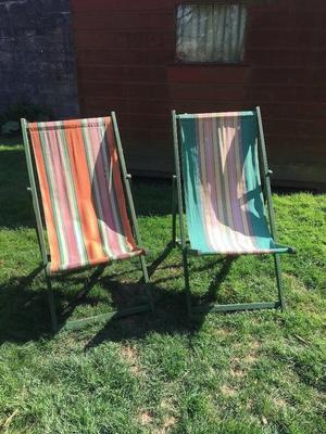 2 X VINTAGE RETRO FOLDING STRIPED DECK CHAIRS