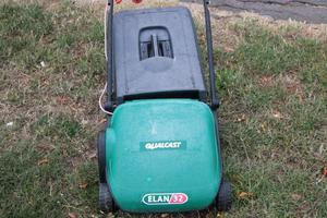 Qualcast Elan 32 Electric Lawn Mower With Collection Box