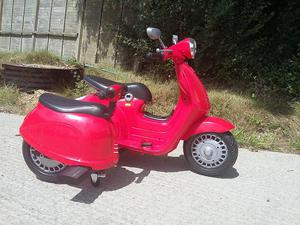 Electric child's scooter with side car, side car is