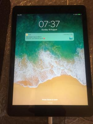 Apple iPad Air 16gb space grey
