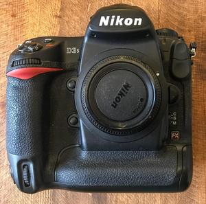 Nikon D3S Body - Great condition...!