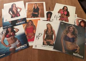 COLLECTION OF 11 FEMALE WRESTLERS DIVA WOMAN WRESTLING AUTOGRAPHS