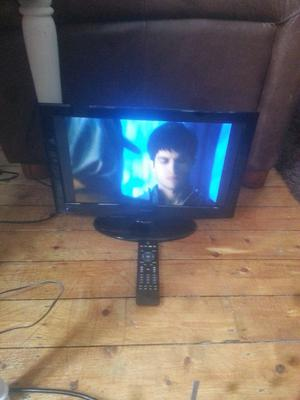 """for sale 19"""" hd led widescreen tv with freeview and remote £25"""