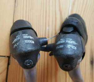 For sale is a set of the Shimano Sora ST- speed shifters/brake levers.
