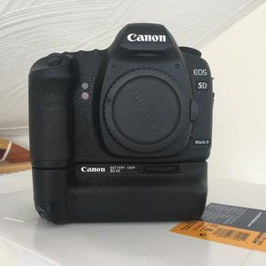 Canon EOS 5D MkII + BatterGrip Excellent Condition