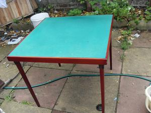 VINTAGE CARD TABLE WITH FOLDING LEGS MADE IN  IN EXCELLENT CONDITION CAN DELIVER