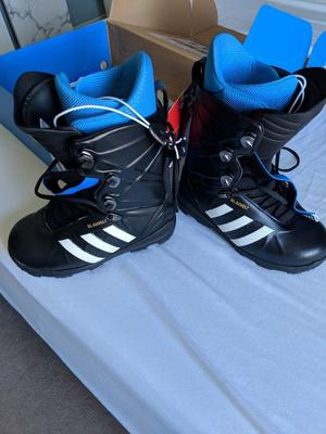 Adidas snowboard boots brand new